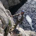 Robert Mandin, instigateur de la sortie, dans les belles dalles du haut. Permanence de l'eau sous les fesses !