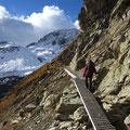Le passage équipé sur le sentier qui mène à Arolla