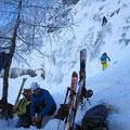 Au pied, après l'approche à ski