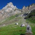 L'oratoire des chalets de Salvadon, dominé par l'Ecorchoir
