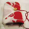 TATANDE TATANDE/布 『赤毛のアン+モンゴメリ』 (Ringorin/フローリスト) フォルムが好きなりんごを(実=ハートの重なり 葉=∞永遠)をコンセプトにデザインした一本の手拭いの二ヶ所を縫いあずま袋を作製 多目的な使用法の1つにブックカバー!! ※染色:桂屋染色株式会社