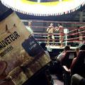 Le Sauveteur' à un match de boxe thaï, à Phuket, en Thaïlande. Merci à Stéphane.