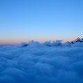 Neige Cordier et mer de nuages au crépuscule