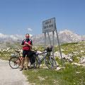 Corno grande im Hintergrund über den Capo di Serra in den hinteren Teil des Campo Imperatore