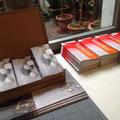 Vorbereitungen für die Passagen: Flyer in Programmhefte...