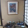 *盛久ギャラリー所蔵の棟方志功氏の作品額と松下様の作陶作品*素晴らしいマッチングにうっとり!