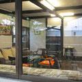 *盛久旅館時代、<民芸運動>柳宗悦氏たちが集ったサロン。大好きな棟方志功氏の作品も飾られておりました。この空間もレンタル可能とのこと。