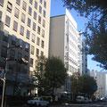 いよいよ初日。会場は南町通りIKIビル8F<ギャラリーJ>さん。天気も味方してくれたのか雲ひとつなく晴れ渡った青空に。