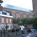 Frente al Tate Modern