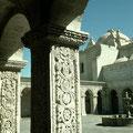 Sta. Catalina Arequipa columnas   talladas en  Sillar