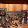 massive Glocken KUH & KATZE, außerdem beflügeltes Sparschwein