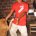 Carlos II tanzt mit Madu