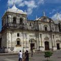 Kathedrale von León: INSIGNE Y REAL BASILICA CATEDRAL DE LA ASUNCION DE LA BIENAVENTURADA VIRGEN MARIA