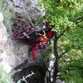 Arbeiten mit der Trage mit Steilgelände (Überbrücklsteig)