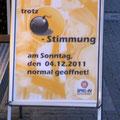 Manche nutzen die Bombe auch als Werbeträger, 04.12.11.
