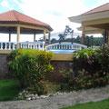 Ansicht vom Garten auf die Terrassen