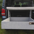 Viel Platz beim Camping mit der TRAVEL-SLEEP-BOX im VW T5/T6 Transporter