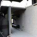 Durchlademöglichkeit für z.B. Snowboards oder Ski in der TRAVEL-SLEEP-BOX für den VW T5/T6 Transporter