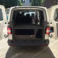 Fahrzeugausbau T5/T6 Caravelle mit Durchlademöglichkeit für lange Gegenstände