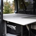 hier mit Bettverlängerung mit integrierten Klappbeinen und einer Liegefläche von 2 Metern im VW T5/T6 Transporter