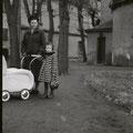 42_2689_Vor der Elseyer Kirche  1951