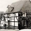 29_620_1973 Rudolf Malsbender vor seinem Haus in der Haardtstraße 19 in der Obernahmer
