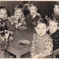 61_2960_Im Kindergarten Cowenstaße um 1956