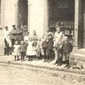 43_980_Möllerstraße gegenüber der Feuerwache Lebensmittelgeschäft Göbel 1910