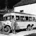 29_621_Bus von Hausemann und Mager am Lahmen Hasen, im Vordergrund Herr Mager