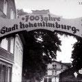 08_20_11-2  700-Jahr-Schild (links Hohenlimburger Hof, geradeaus Bahnhof)