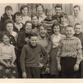 62_2932_Reher Volksschule, Klassenfoto mit Lehrerin Metzler 1960