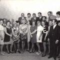62_1418_1. Klassentreffen 1957 bei Marta Pollmann im Hohenlimburger Hof.Entlassungjahr 1952, Oeger Schule