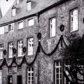 08_138_83-1 im Schlosshof