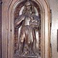 La porte du tabernacle : Saint Jean-Baptiste présente l'Agneau de Dieu