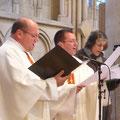 Pendant la messe chrismale, petit choeur des PP. Edouard Léger, Stéphane Cailliaux et Anne-Sophie Leroux à la chorale