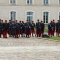 La délégation de Belges en uniforme de fantassin français d'août 1914...