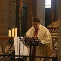 A la fin de l'eucharistie, le P. Jean-Marie remercie...