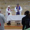 Eucharistie concélébrée par les Pères Loïc et André Cousin