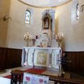 Le maître-autel de la chapelle, surmonté de l'Enfant Jésus de Prague