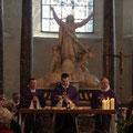 L'eucharistie était concélébrée par (de gauche à droite) les PP. Claude Lemonnier, Emmanuel Haba, Stéphane Cailliaux, Philippe Pottier et Denis Durand
