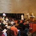 Mgr Habert ainsi que des paroissiens ont rejoint le groupe de pèlerins pour célébrer les vêpres