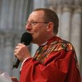 Après avoir concélébré l'eucharistie, P. Laurent adressait ses remerciements