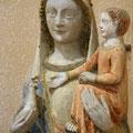 Vierge à l'Enfant en pierre polychrome du XIVe siècle