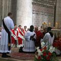 Le début du rite de l'ordination : le diacre fait face à l'évêque