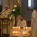 Les 21 bougies au pied du cierge pascal