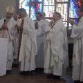Le nouveau conseil épiscopal fut appelé à s'avancer à la fin de la messe.