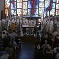 Les prêtres étaient nombreux : tous les curés, les doyens, les membres du Conseil Presbytéral ; mais aussi 7 à 8 diacres