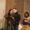 La deuxième lecture a été lue en plusieurs langues, ici Joseph en tzigane ; avant lui, Angeline en bété (Côte d'Ivoire) et Céline en allemand
