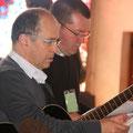 Le P. Stéphane, pour la liturgie, fut maintes fois sollicité (ici avec Thierry Moisdon)