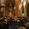 Nombreuses étaient les personnes venues célébrer l'anniversaire de la naissance de Jésus, notre Seigneur et Sauveur, à la basilique Notre-Dame